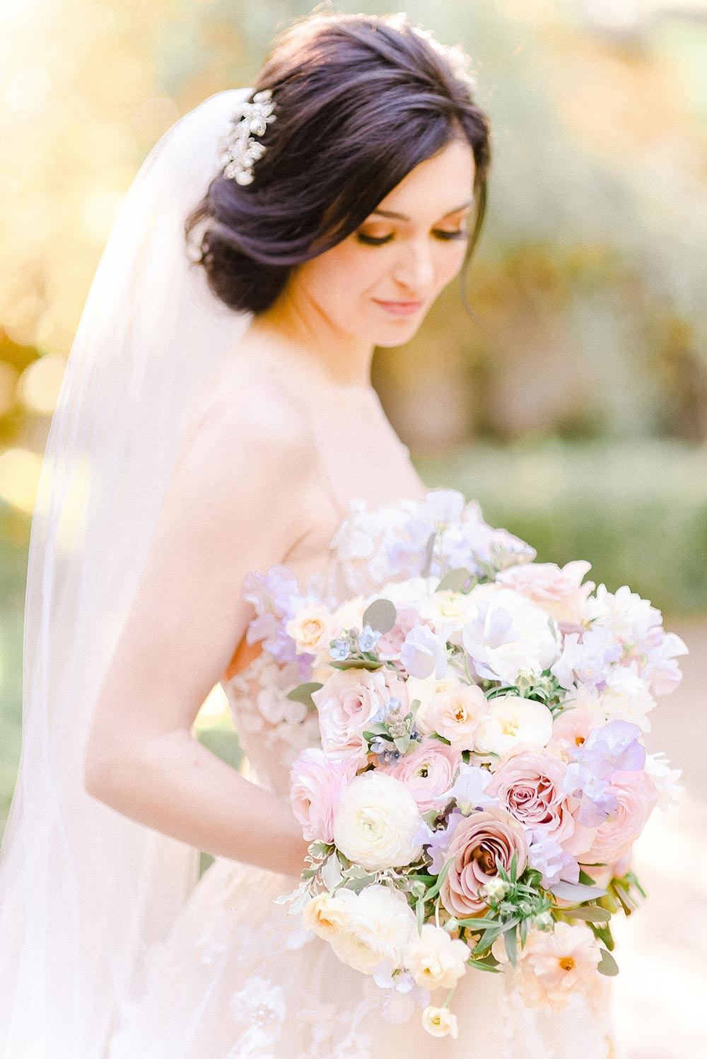 Bride with her pastel bouquet