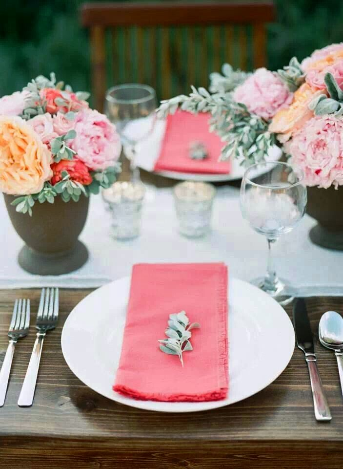 Brightly-colored table décor