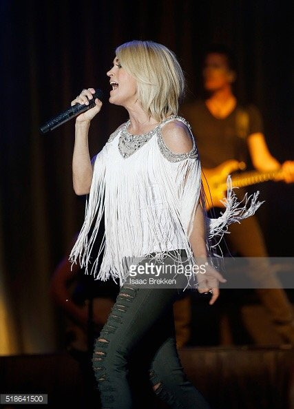 Carrie Underwood wearing Hayley Paige