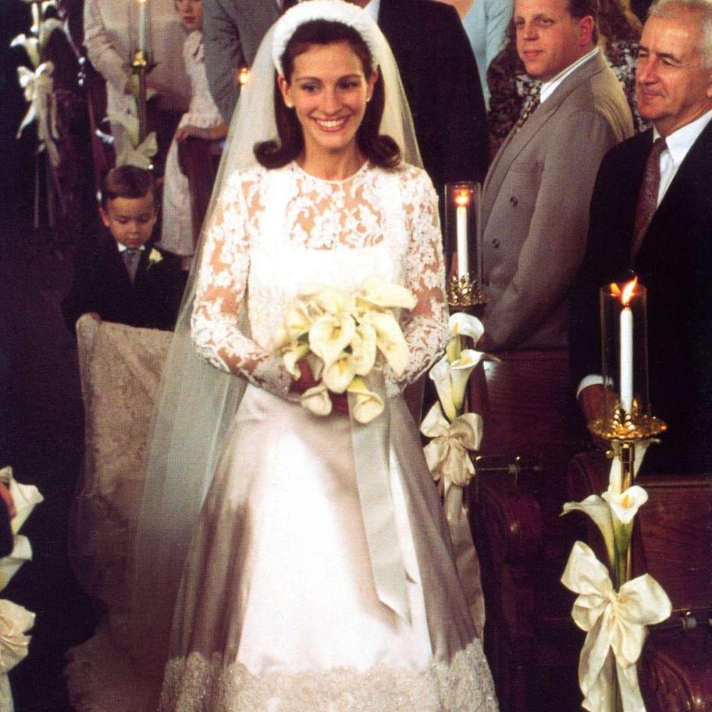 Julia Roberts in lace Runaway Bride wedding dress
