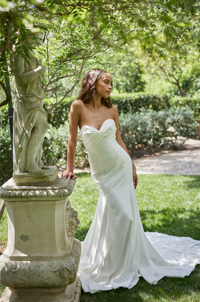 Monique Lhuillier's strapless satin gown