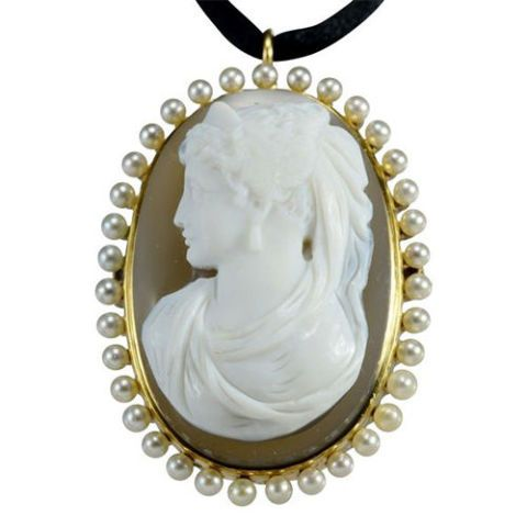 Victorian stone carved gold cameo pendant