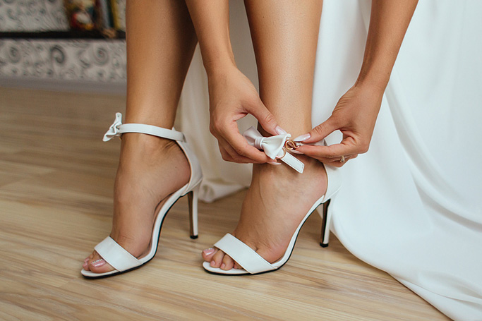 The Bride S Guide To Wedding Day Footwear Artfullwed Com
