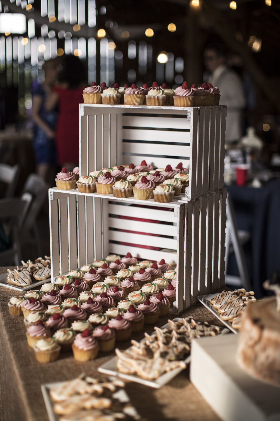 Alternative wedding desserts include cupcakes as a bitesized cake to eat on the dance floor.