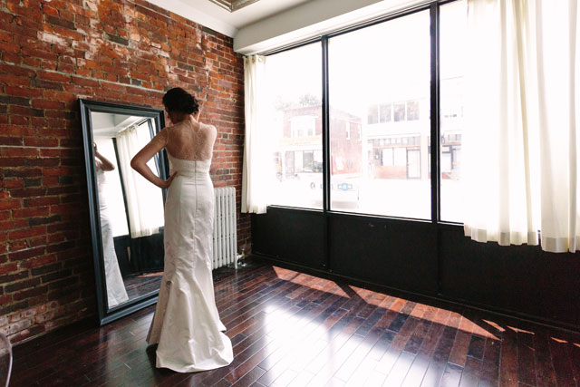 A beautifully minimal rustic meets soft romance bridal inspiration shoot in Toronto by Aspyn & June Wedding Collective