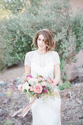 An Arizona sunsets bridal inspiration shoot with gorgeous florals and watercolor details by Roxanna Sue Photos