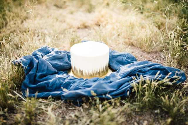 A free-spirited and romantic wild bluff bridal inspiration shoot in Mesa by Rustic Moon Photography