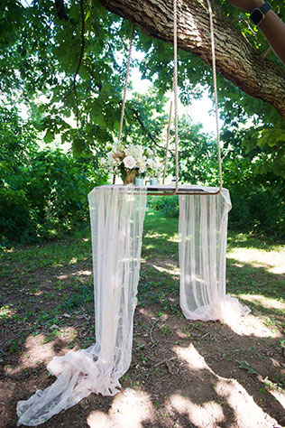 An elegant and sophisticated outdoor ballet bridal inspiration shoot at River Farm in Virginia by Traci J. Brooks Studios