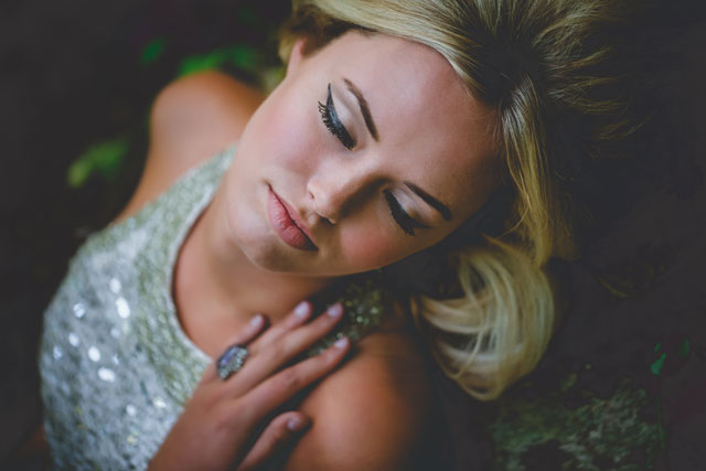 A moonshiner styled shoot in the heart of Appalachia with a 1960s retro vibe | Amber Cather Photography: http://ambercatherphotography.com