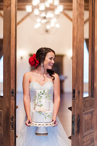 An elopement inspiration shoot with a wanderlust theme and Old World vintage travel details   Amber Kay Photography: http://www.amberkayphoto.com