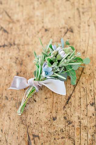 A refined and sophisticated blue and gray winter wedding inspiration shoot in Vermont with gorgeous gold accents by Amy Donohue Photography