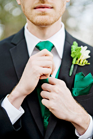 Bohemian and sparkly St. Patrick's Day wedding inspiration featuring signature cocktails and Clydesdales | Andie Freeman Photography: www.TheAthensWeddingPhotographer.com