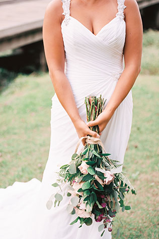 A European styled wedding inspiration shoot in autumn at a historic venue in Virginia by Andrew & Tianna Photography