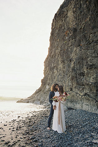 An organic and bohemian styled sand and sea mist Oregon coast inspiration shoot by Aperture Vision Photography