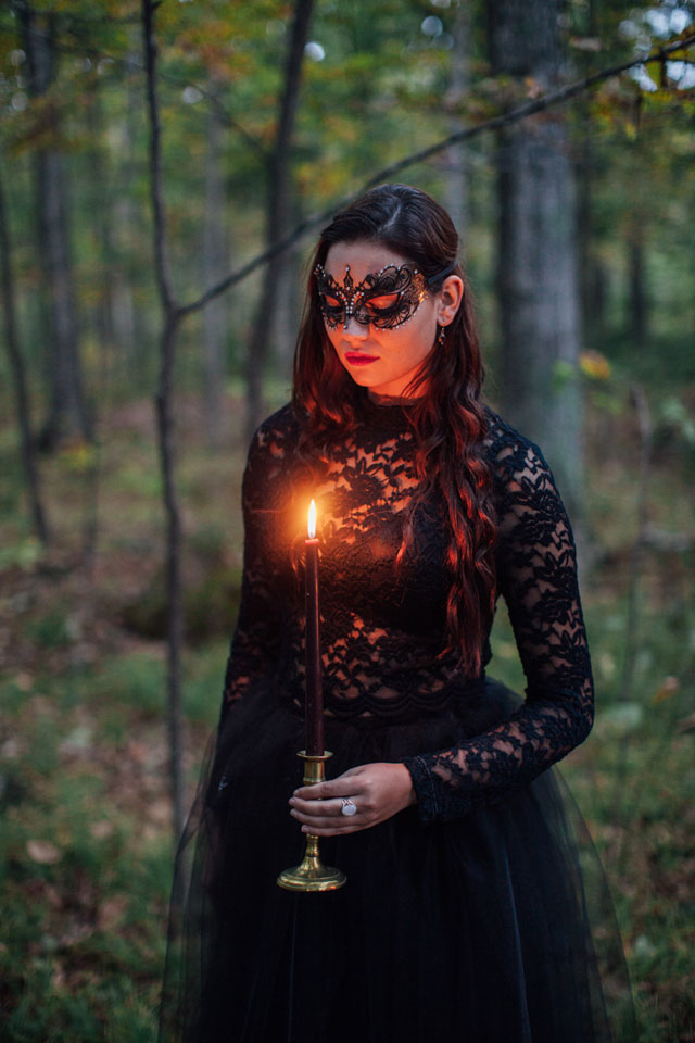 A moody and dark forest wedding inspiration shoot in black, red and gold with seasonal elements | Artemis Photography: http://www.artemis-portraits.com