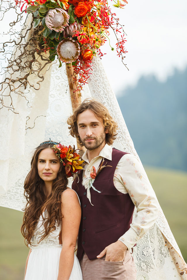 A styled shoot with a 1970s bohemian vibe inspired by Stevie Nicks' song Leather and Lace | Bergreen Photography: bergreenphotography.com | l'Relyea Events: lrelyea.com | Florist - Waterlily Pond: http://www.waterlilypond.com