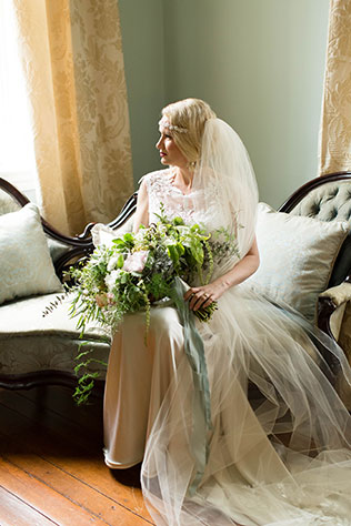 A classically elegant 1940s vintage wedding styled shoot in the historic town of Warrenton, Virginia by Candice Adelle Photography