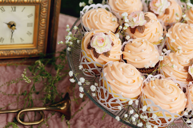 A peach and pink vintage styled shoot inspired by a Secret Garden wedding // photos by Casey Hendrickson Photography: http://www.caseyhphotos.com || see more on https://blog.nearlynewlywed.com