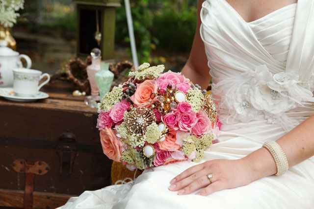 A peach and pink vintage styled shoot inspired by a Secret Garden wedding // photos by Casey Hendrickson Photography: http://www.caseyhphotos.com    see more on https://blog.nearlynewlywed.com