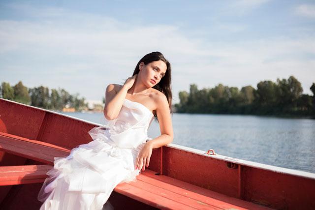 A bridal fashion editorial featuring an eco-friendly, modern bride // photo by Chiara Natale: http://www.chiaranatale.com    see more on https://blog.nearlynewlywed.com