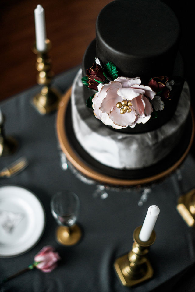 A bold love styled shoot with marble textures, gold accents and a moody color scheme by Clara Cecilia Photography