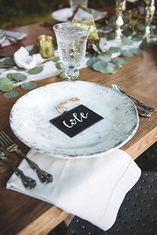 A Fixer Upper styled wedding shoot inspired by the HGTV show with a bar, an outdoor greenhouse and a shiplap cake by Daisy Photography