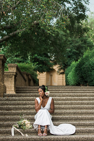 A quiet and intimate garden elopement inspiration shoot in Washington D.C. by Elle Danielle Photography