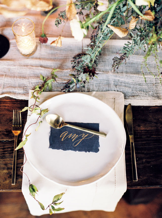 A moody winter wedding inspiration shoot filled with candlelight and exquisite black and gold details by The Ganeys