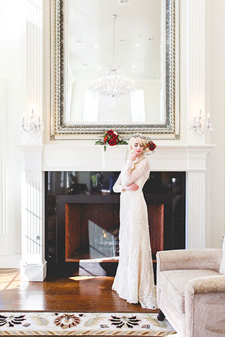 An elegant yet enchanted winter wedding inspiration shoot with red and gold holiday details by Jannet Blas Photography and Blue Dress White Rabbit