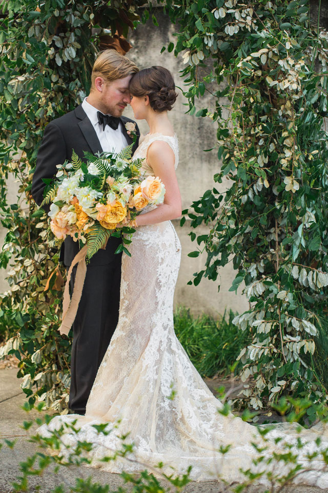 A romantic Southern gold and peach Savannah elopement styled shoot by Jessica Roberts Photography