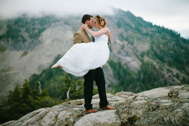 A moody mountain elopement styled shoot at Artist Point with blackberries, a floral crown and an intimate table setting by Karissa Marie Photography