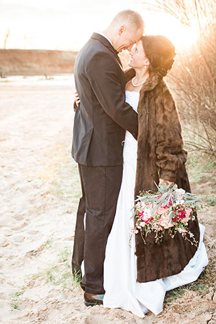 An Oklahoma riverbank wedding inspiration shoot with mother nature as its muse by La Belle Bella Photography