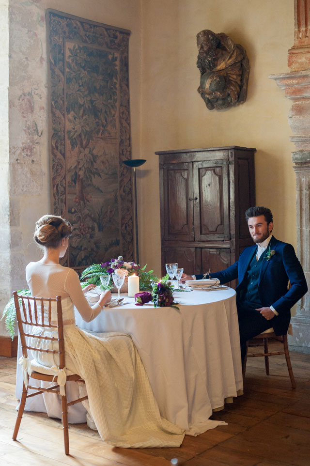A mysterious and luxurious wedding inspiration at Chateau la Commanderie in the countryside of the South of France by L.A. Belle France photographie