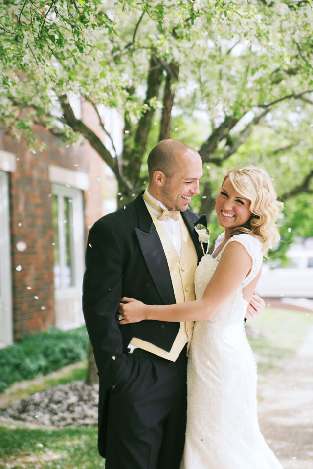 An Oz wedding inspiration shoot with emerald, gold and china details // photo by Lane Baldwin Photography: http://www.lanebaldwinphotography.com || see more on https://blog.nearlynewlywed.com