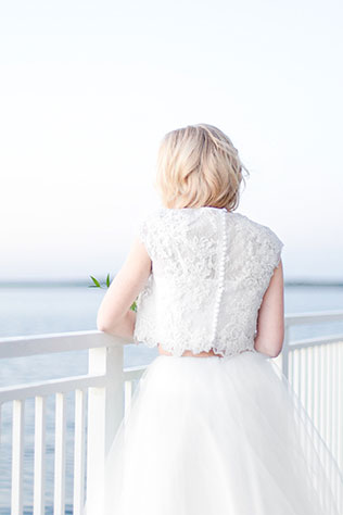 An airy and light seaside winter wedding inspiration shoot with a beachy green palette by Lauren Werkheiser Photography