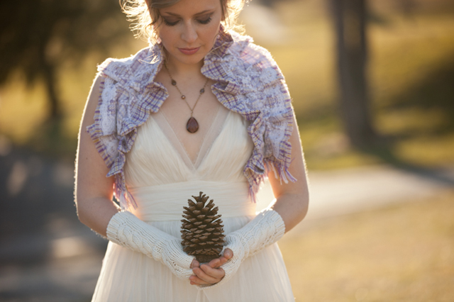 A rich and rustic country wedding inspiration shoot // photos by Lelia Marie Photography: http://www.leliamarie.com || see more on https://blog.nearlynewlywed.com