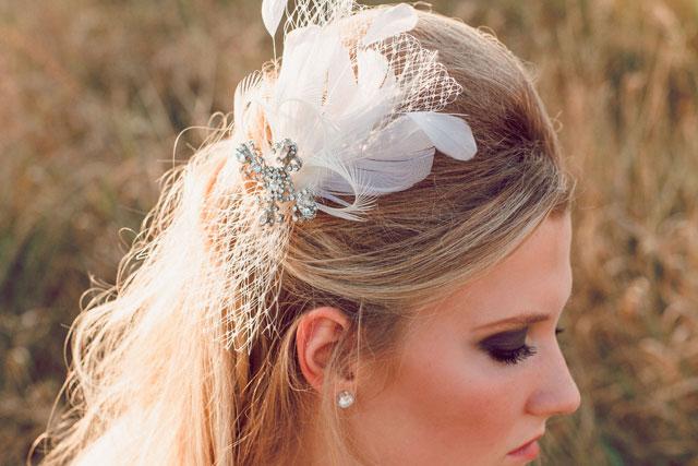 A styled boho 1960s bridal session at Longfellow Gardens // photos by Lens + Luma Photography: http://lensandluma.com || see more on https://blog.nearlynewlywed.com