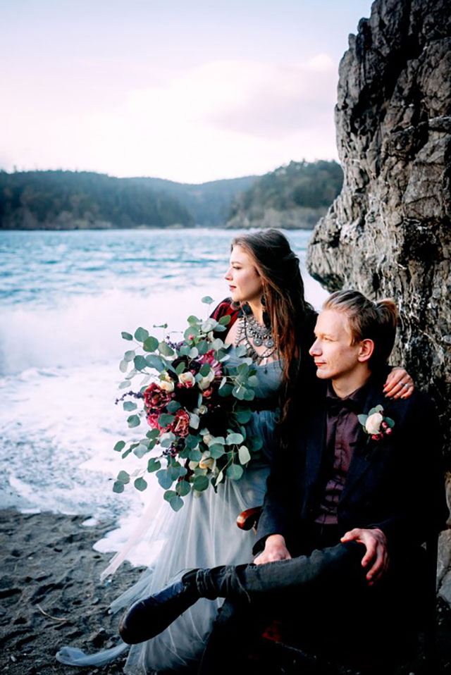 A moody and windswept seaside wedding inspiration shoot in bold tones of burgundy and black by Maria Grinchuk