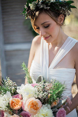 A sweet and intimate earth, wind and love wedding inspiration shoot by Maykell Araica Photography