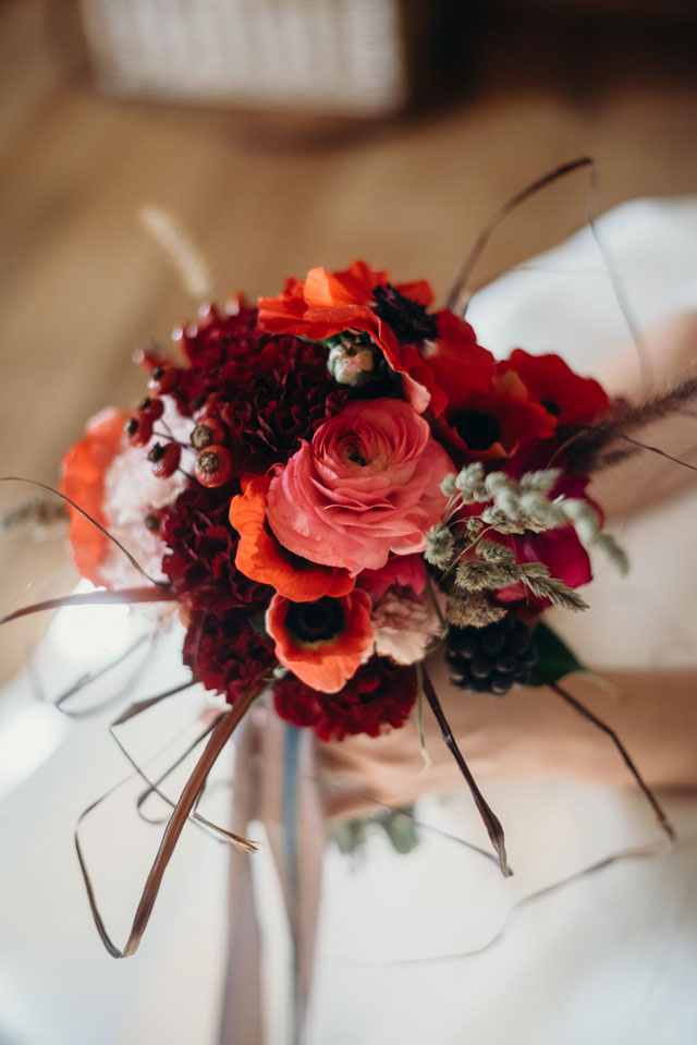 A styled winter wedding in the Venetian countryside with a warm palette and candlelit details by Serena Genovese