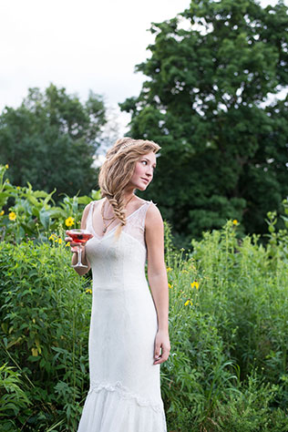 An artistic bridal styled shoot in Chicago with painting and wildflowers | Tennile Sunday Photography: http://tennilesunday.com