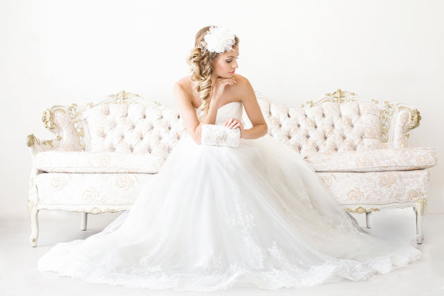 Pittsburgh-area wedding photographer La Candella Weddings shares five important reasons every bride should have professional bridal portraits | lacandellaweddings.com