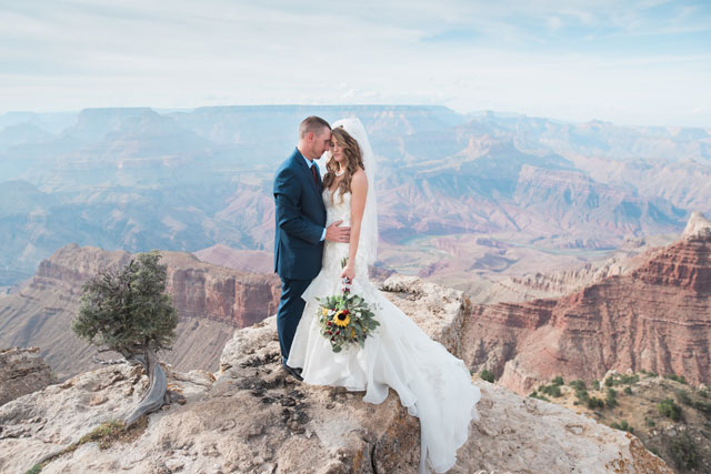 A simple and intimate Grand Canyon wedding by Alisha Hunsaker Photography