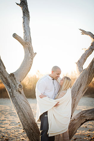 A cozy and romantic engagement session on the quiet beaches of Hampton Roads | Ashley Peterson Photography: http://www.ashleypetersonphotography.com