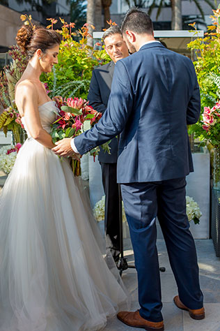 A vibrant Orange County wedding with gorgeous florals and an urban vibe by Ashley Strong Photography