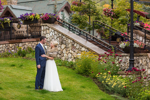 An intimate and rainy mountain lodge wedding at Beaver Creek by Bergreen Photography