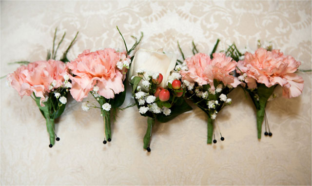 A DIY vintage summer wedding on a budget with teal and coral details // photo by Brie Marie Photographers: http://briemarie.co    see more on https://blog.nearlynewlywed.com