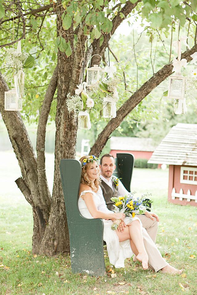A bohemian, barefooted and sunflower-embellished wedding | Brigham & Co: brighamandco.com
