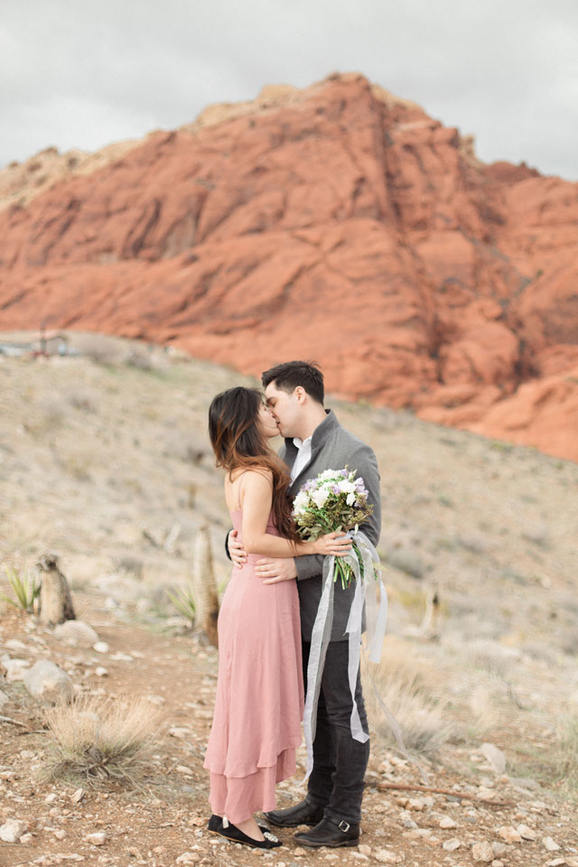 A romantic desert anniversary session at Red Rock Canyon by Carography Studios