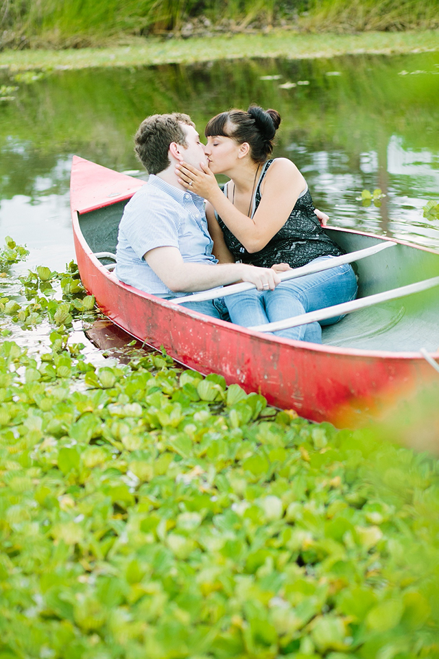 A romantic canoeing engagement session in Florida's Riverbend Park // photos by Churchill's Photography: http://www.churchillsphotography.com || see more on https://blog.nearlynewlywed.com